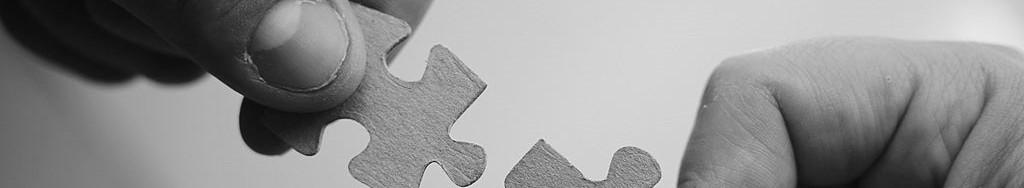 pièces de puzzle qui s'assemblent